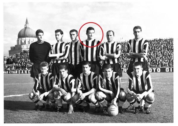 Udinese 1961-62-1-Rozzoni quarto in piedi da sinistra.jpg