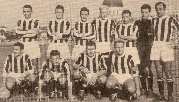 Udinese 1955-56 Fontanesio secondo da destra accosciato.jpg