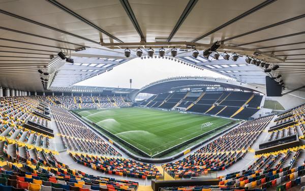 Dacia Arena vuota.jpg