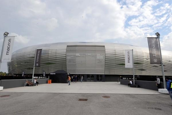 Macron Store Dacia Arena.jpg